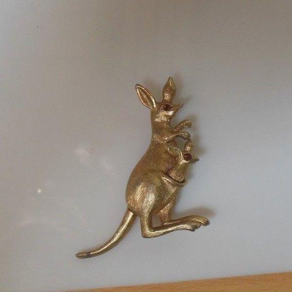 Vintage Avon Movable Kangaroo/Baby Brooch/Pin
