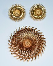 VTG CROWN TRIFARI Signed Gold Tone Modern Abstract Brooch Pin Earring Set - $74.25