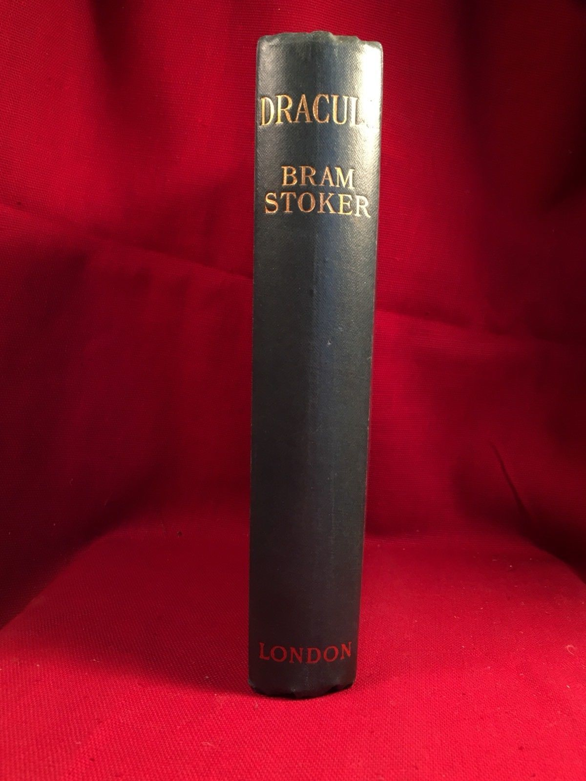 DRACULA Bram Stoker Constable edition - Bram Stoker signature.
