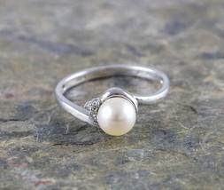 Beautiful 10K White Gold Pearl 0.03ctw Diamond Ring Size:7 - $140.10