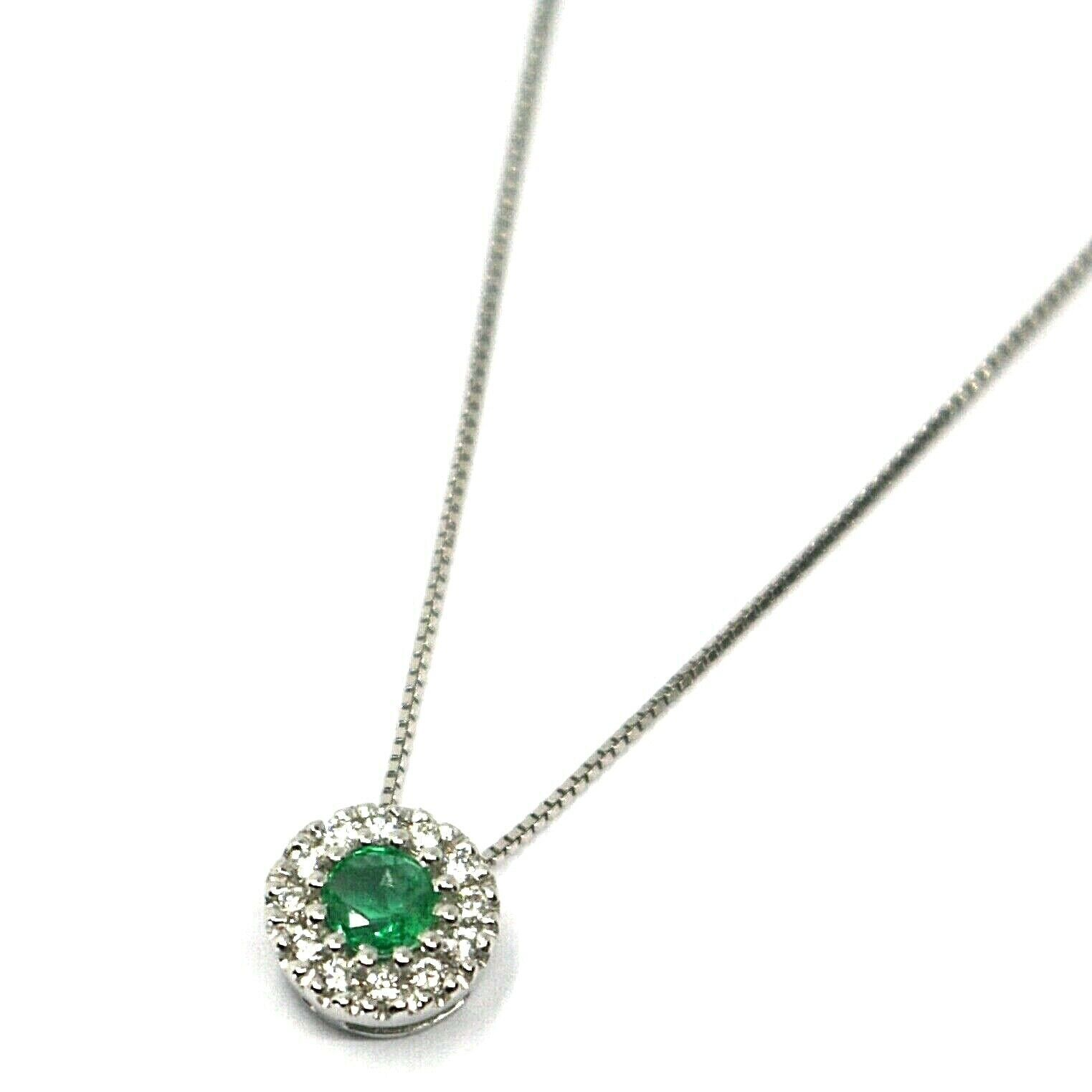 18K WHITE GOLD NECKLACE, FLOWER PENDANT, ROUND EMERALD WITH DIAMONDS FRAME