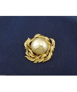 SA Large Pearl Goldtone Pin Brooch Vintage - $33.81