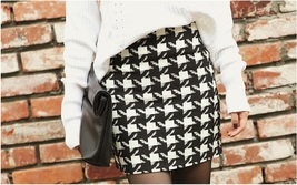 Classic Woven Houndstooth Checkered Black and White Plaid Mini Pencil Skirt