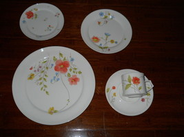 Mikasa Just Flowers 5 Piece Place Setting - $36.58
