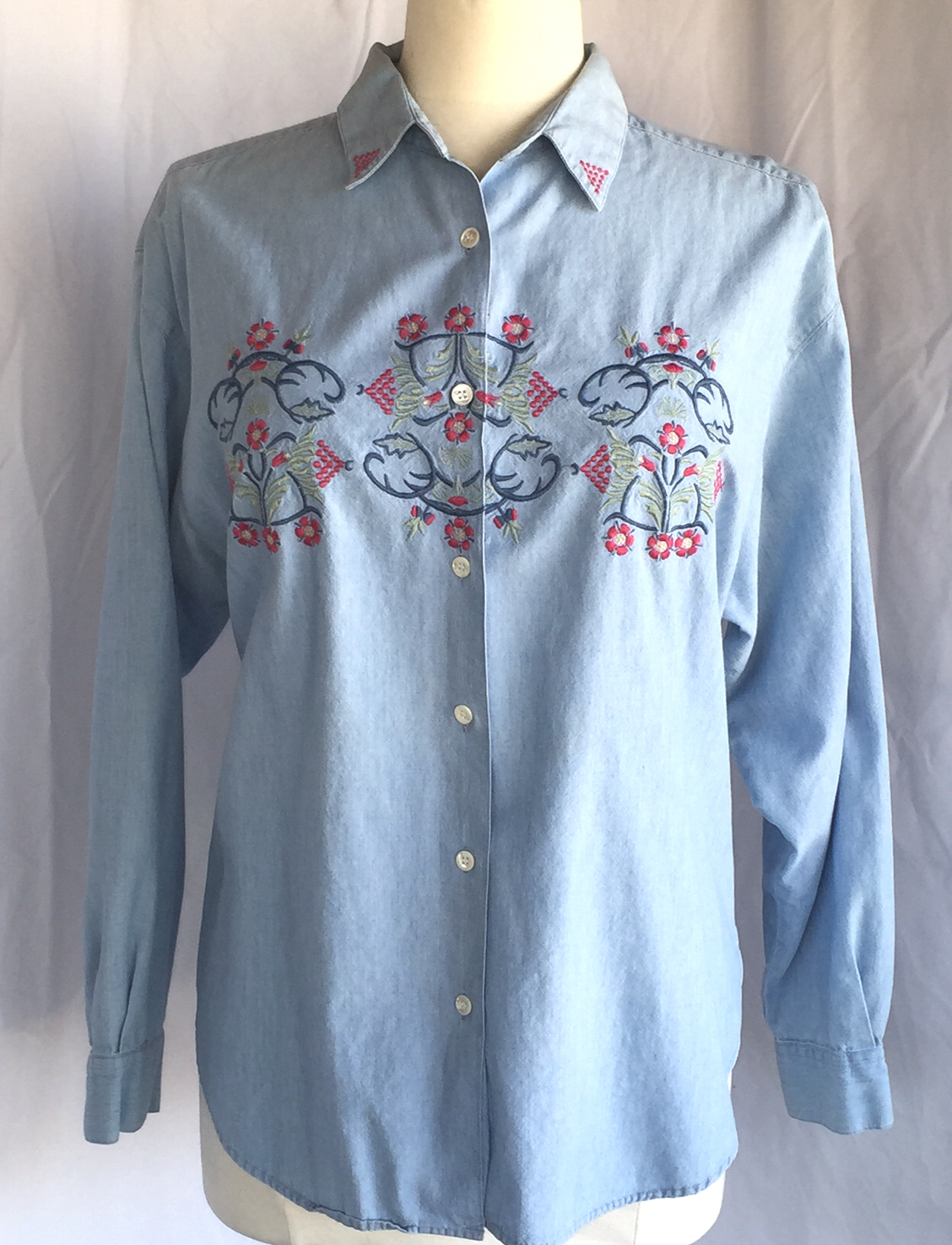 Blue chambray embroidered shirt women 39 s sz l best american for Blue chambray shirt women s