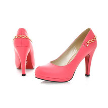 205-1 Elegant high-heeled pump with gold chain,  SA size 31-43, rosary red - $47.40