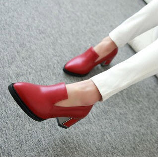 Primary image for 58449 Extra small/large European style retro pointed pumps,  SA size 31-47, red