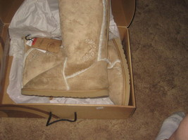 Disney Store Womens Fashion Boots size 9. Brand New. Color Beige. - $760,82 MXN