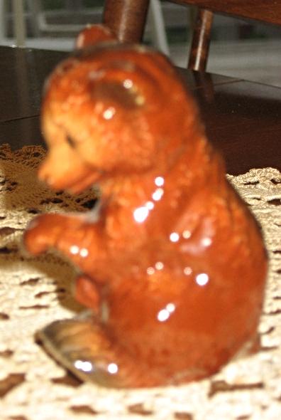 "VTG Goebel""Bee Mark"" -Bear Cub with Raised Paw- #861540 - W. Germany-1972-79"
