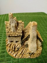 The  Green Dragon Pub Cottage by David Winter Issued 1983 Figurine  image 3