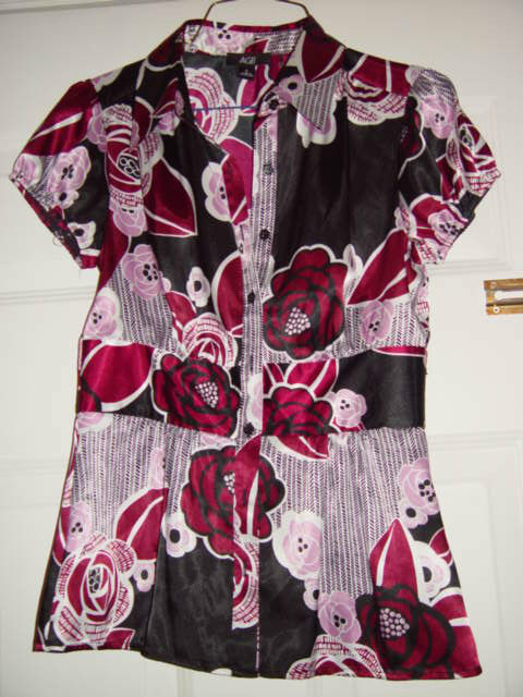 AGB Black Purple Pink White Flowers Botton Up Ladies Top Size Small