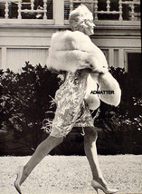 MARILYN MONROE RARE PRINT OUT FOR A STROLL IN HER MINK STOLE! NOT A PHOT... - $5.94