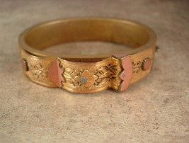 Vintage Victorian Bracelet for small wrist fancy etched bangle hinged taille   - $185.00
