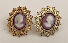 Vintage Woman's Heart frame Cameo gold tone screw back earrings - $19.79