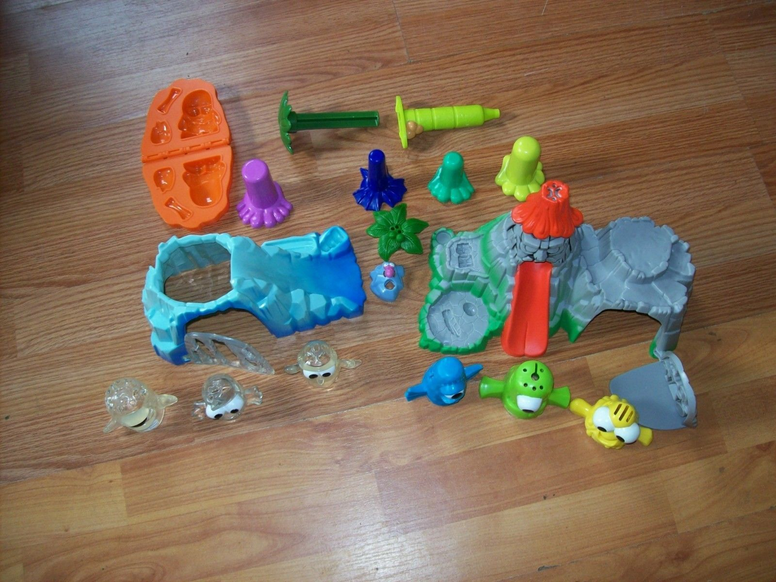Play-Doh Doh Tiki Island Volcano AND Doh Island Crystal Cave Play Sets