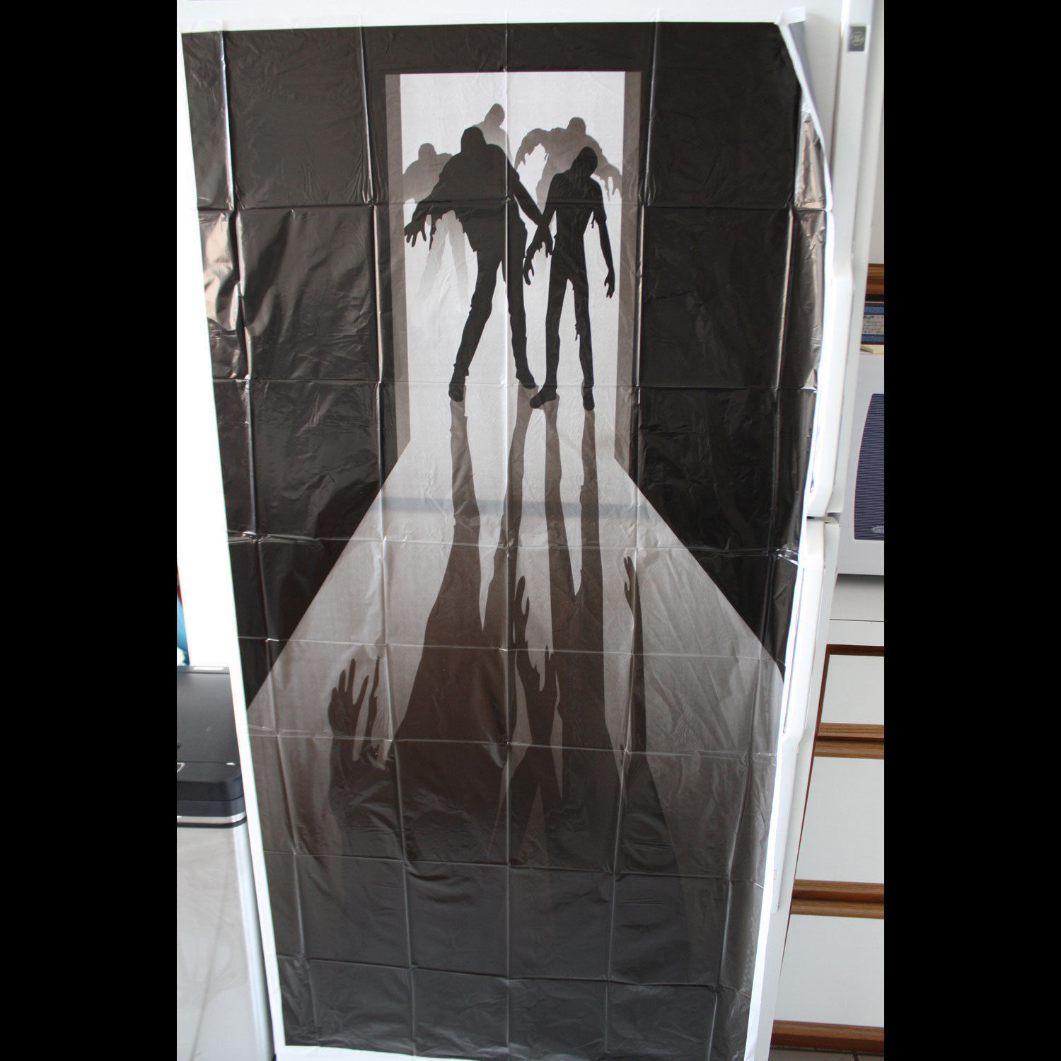 Walking dead zombie visitors door cover wall mural haunted for Mural walking dead