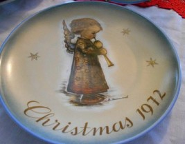 1972 Christmas Plate By Schmid Portraying Works of Berta Hummel - $17.81