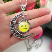 SMILEY CABOCHON PENDANT & CHAIN  >COMBINED SHIPPING< (8213)  - $3.75