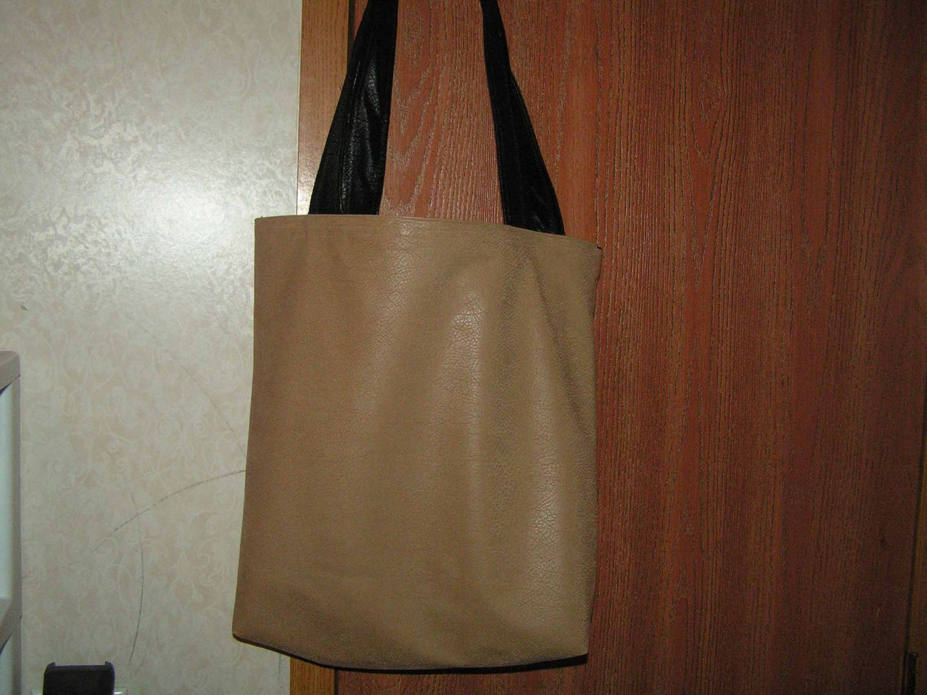 beautiful reversible tote bag made of faux leather black/biege