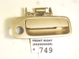 1997 1999 Toyota Camry 69210 Aa010 Front Right Outer Handle Gold Oem B749 - $28.21