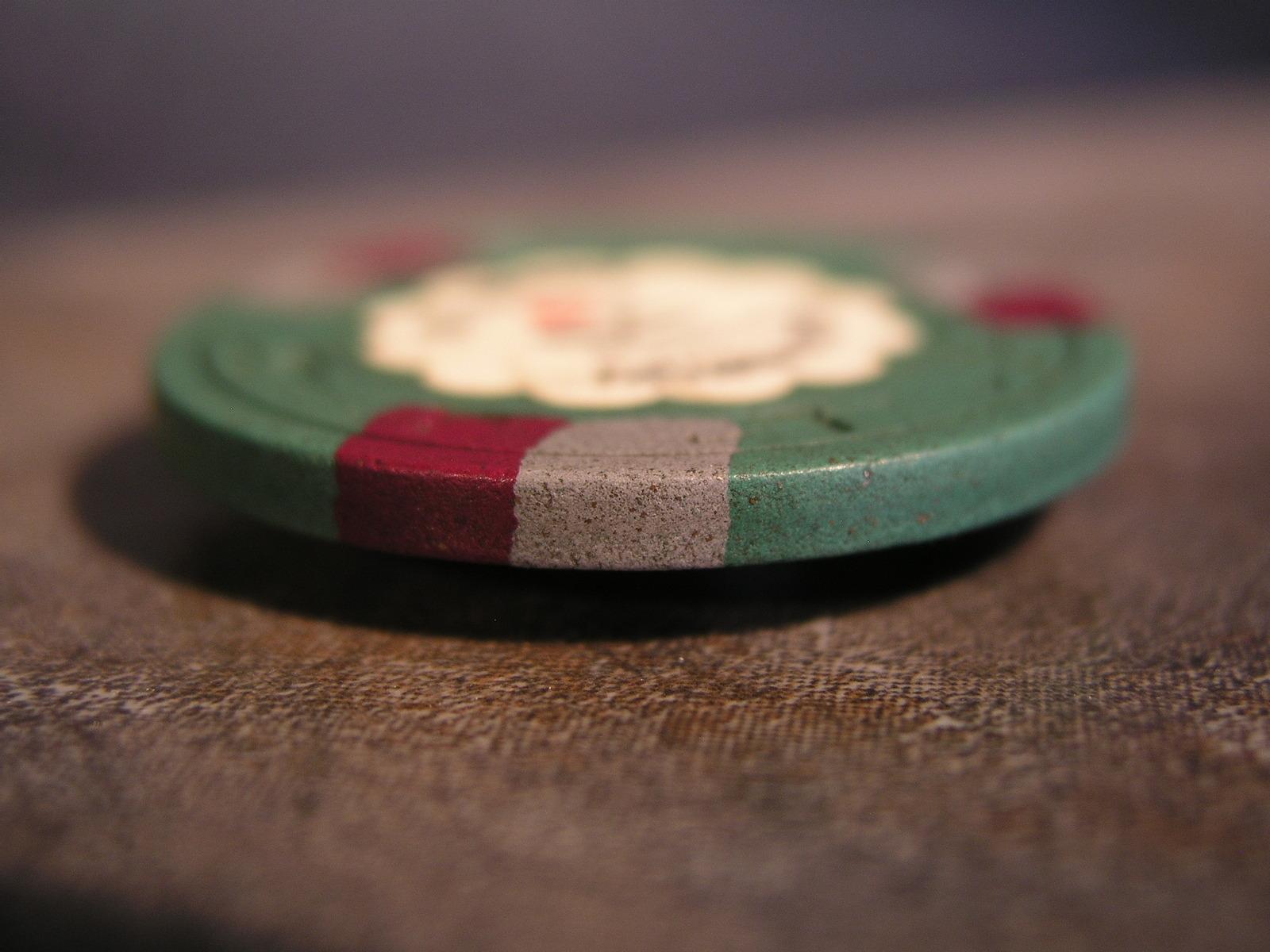 """$25.00 CASINO CHIP: """"DEL WEBB'S SAHARA HOTEL & CASINO"""" - (sku#2308)"""