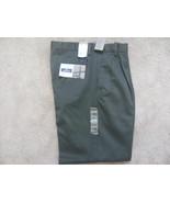 Mens Dockers Signature khaki Pleated Classic fit 31x32 grey pants - $14.50