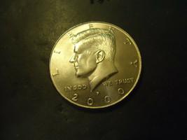 2000-P <<<  KENNEDY HALF DOLLAR COIN - $2.97