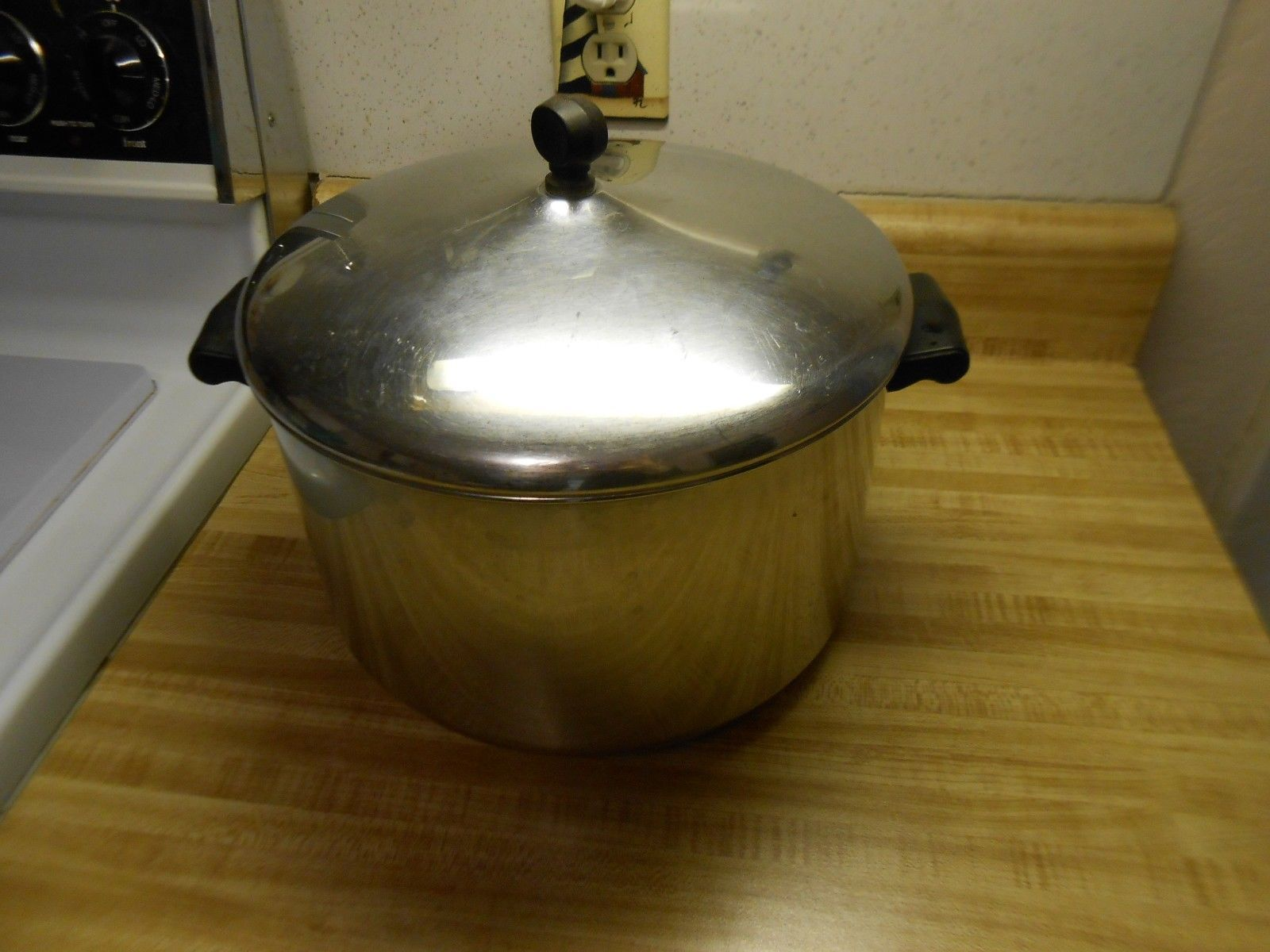 farberware pot Large farberware stock pot older style, holds 8 qts - $28.45