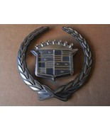 CADILLAC FRONT GRILLE WREATH AND CREST EMBLEMS. - $12.00