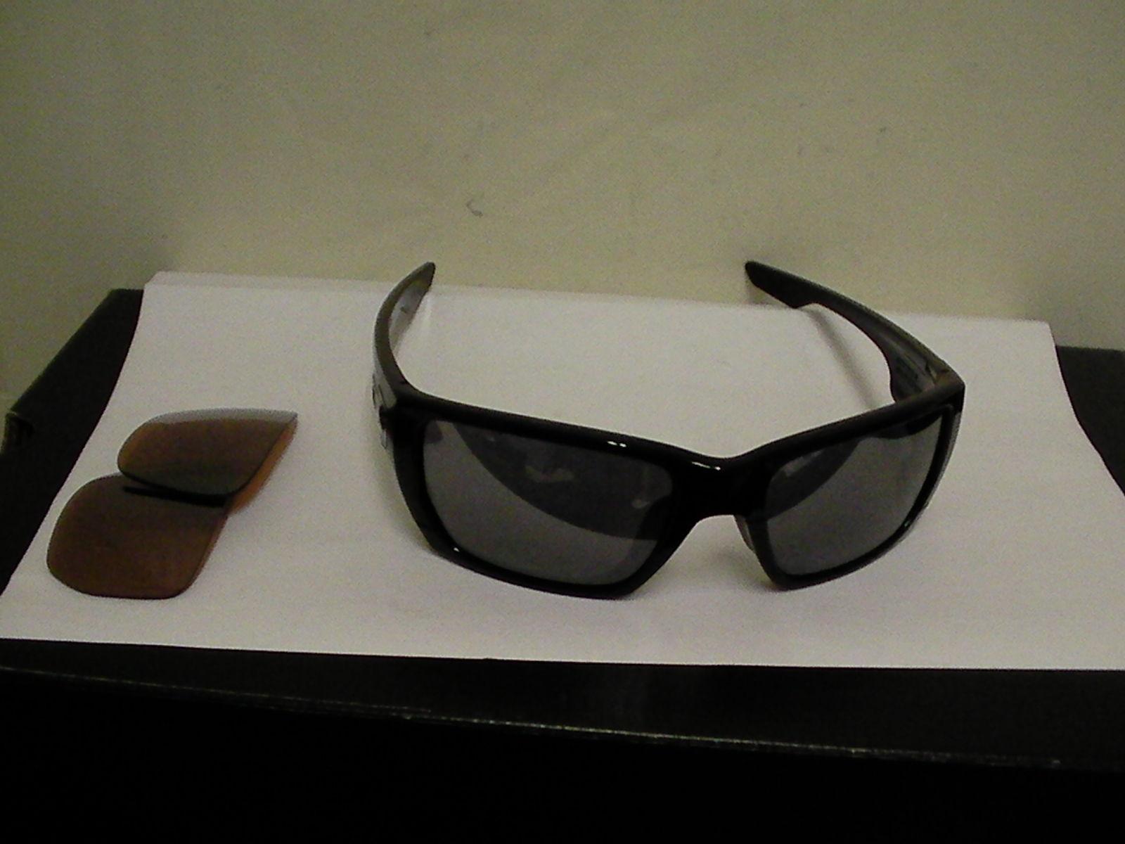 Oakley sunglasses Style Switch Polished Black VR28 & Black Iridium lenses