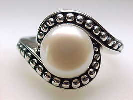 Vintage GENUINE PEARL RING in STERLING SILVER - Size 9 - $85.00