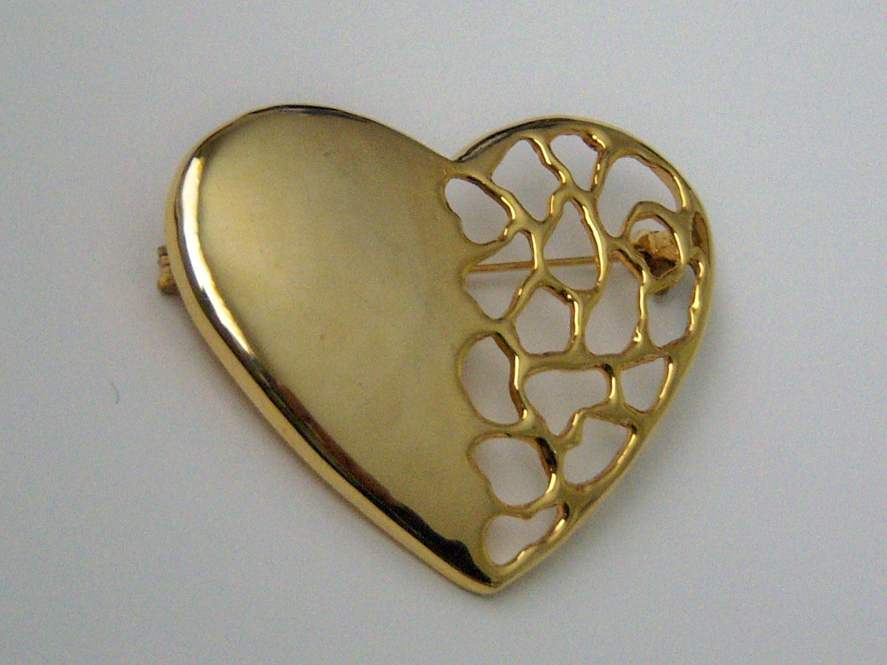 Large Heart Pin In Open Design. Gold Tone Mesh Heart Pin.