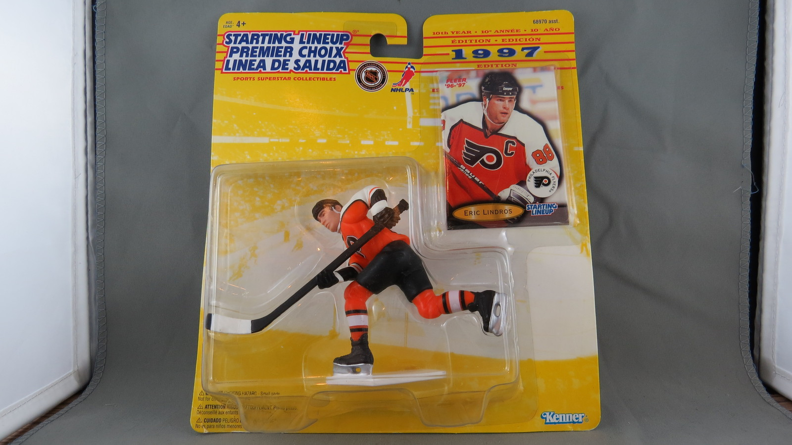 Primary image for Philadelphia Flyers Figure-  Eric Lindros - Starting Line Up (1997) - By Kenner