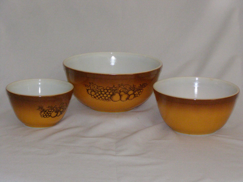 Pyrex Mixing Bowl Set (1970s): 1 listing