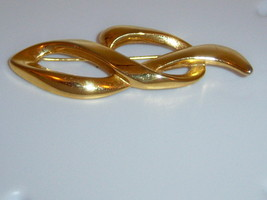 Vintage Abstract Brooch In Gold Tone. Swirl Brooch. - $10.00