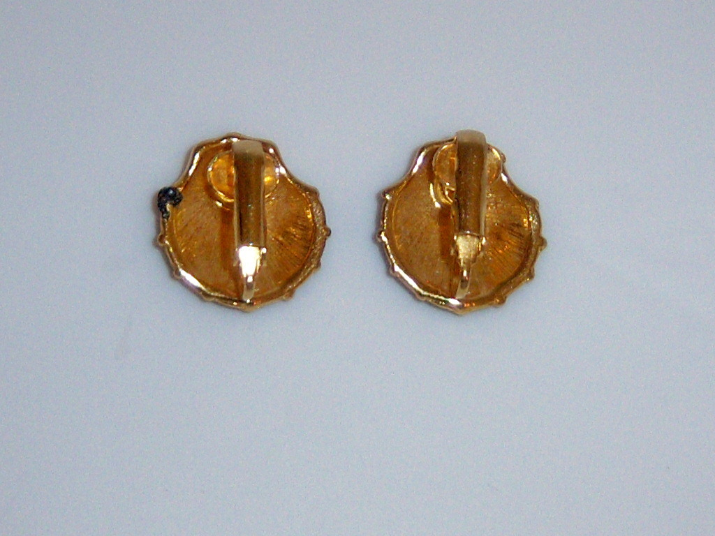 Vintage Black Enamel Seashell Earrings. Clip On Nautical Summer Beach Jewelry.