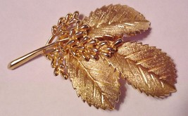 Vintage Signed Crown Trifari Leaf Pin Brooch Gold Tone Metal Excellent! - $59.95