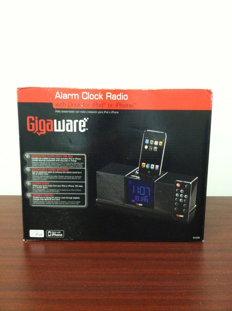 new gigaware alarm clock radio dock for apple ipod iphone 40 306 di. Black Bedroom Furniture Sets. Home Design Ideas