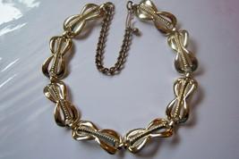 Vintage Necklace. Gold Tone Bows. Hook Clasp Necklace. - $10.00