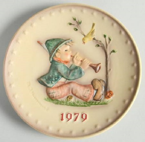 Goebel Hummel Annual Christmas Plate 1979 Boy Playing Horn #272