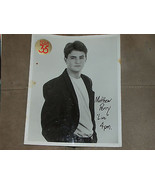 MATTHEW PERRY RARE EARLY SIGNED 8X10 PROMO PHOTO - $46.68