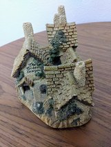 The  Green Dragon Pub Cottage by David Winter Issued 1983 Figurine  image 6
