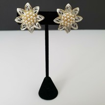 Cathe Vintage Flower Shaped Clip On Earrings Faux Pearl Cluster Signed - $18.80