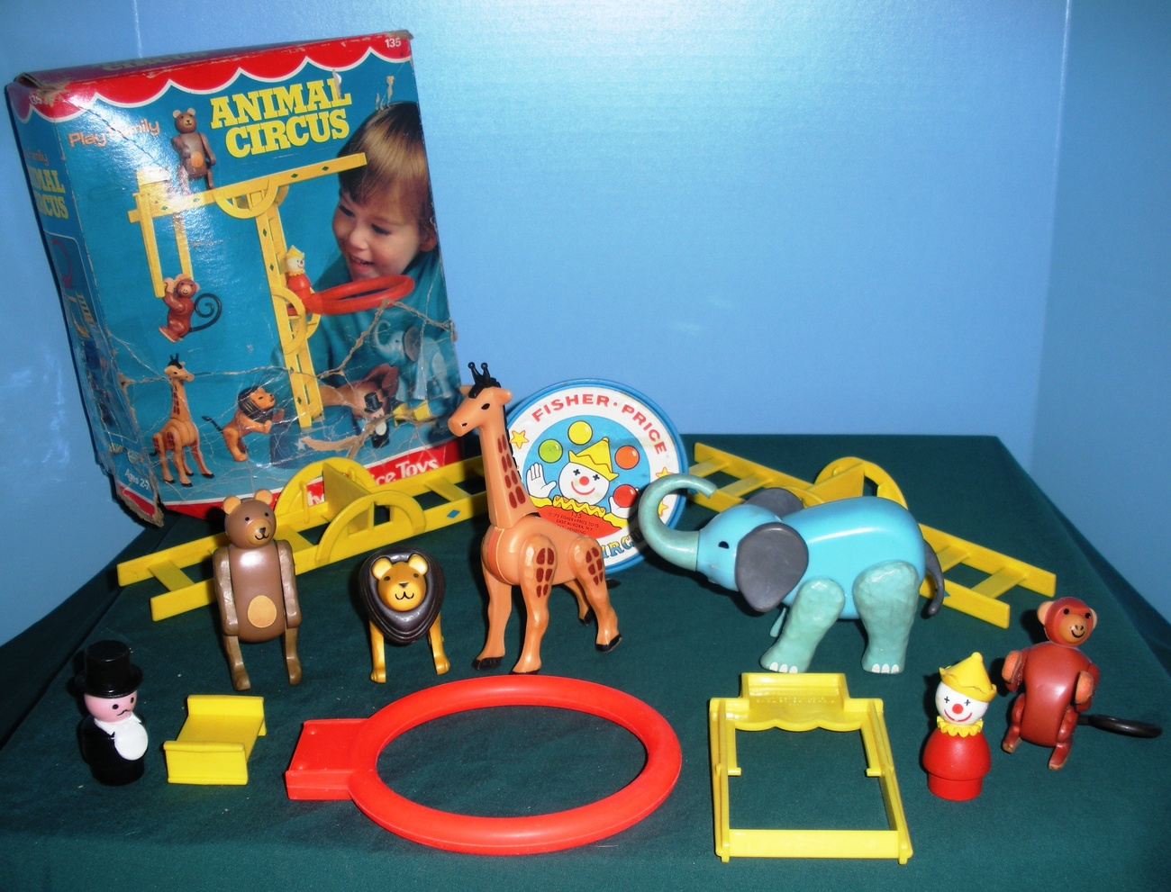 vintage fisher price 135 play family circus playset. Black Bedroom Furniture Sets. Home Design Ideas