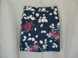 Ann Taylor skirt  pencil straight Size 2P navy floral lined  - $14.65