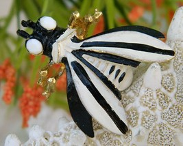 Vintage Weiss Bug Insect Fly Figural Brooch Pin Black White Enamel - $19.95