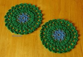 Doily trinket coaster blue flower in grn round pair rect 3031 72dpi thumb200