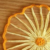Orange yellow straw flowers  single lt yellow petals qtr closeup sq 3410 578x 96 thumb200