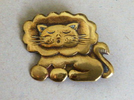 Vintage Brass Sleeping Lion Pin. Jungle Cat Pin - $12.00