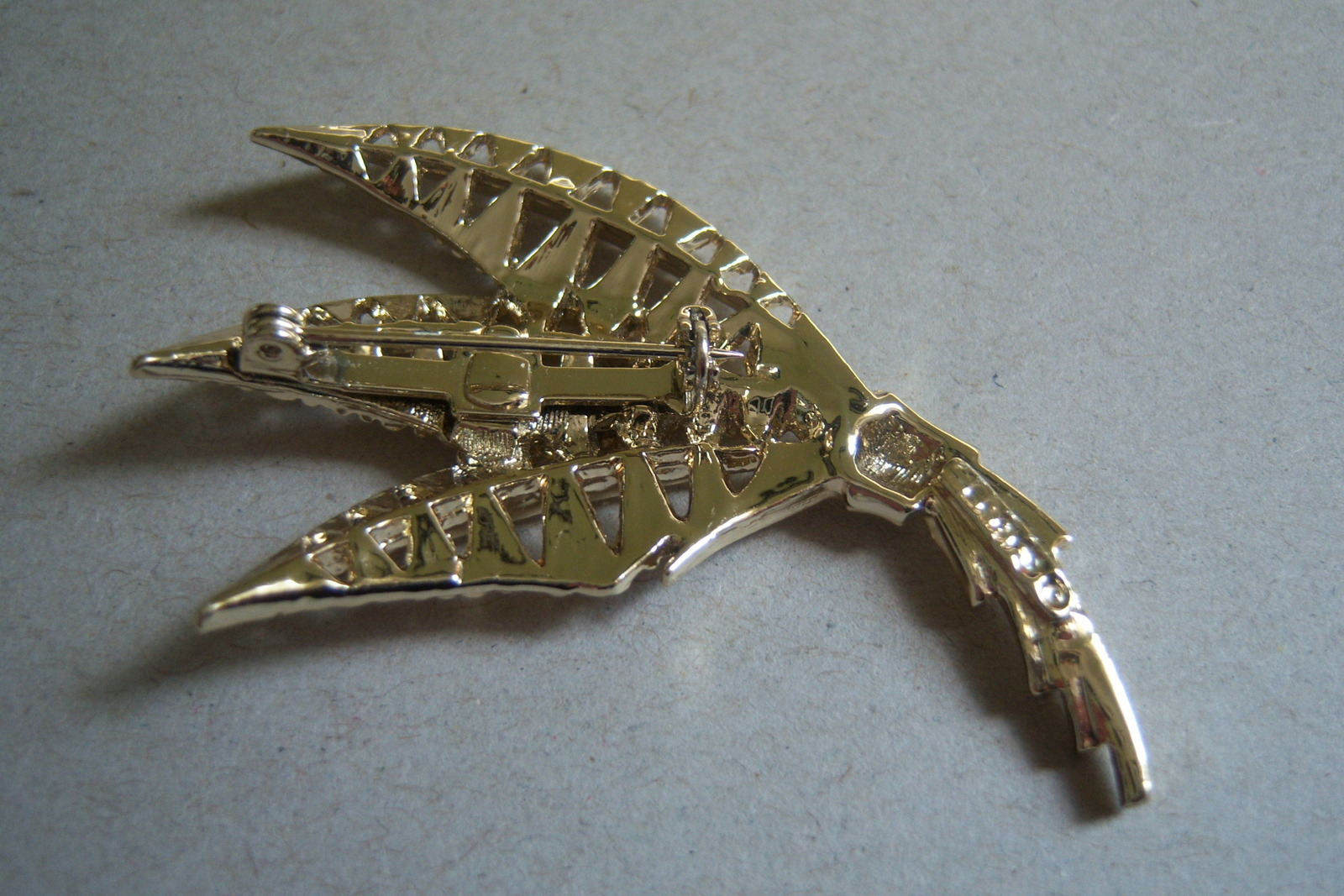 Vintage Exotic Leaf Brooch. Gold Tone Bouquet Pin image 3